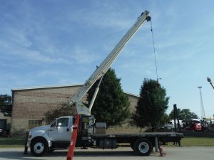 2006 FORD F750 18' FLATBED 18 TON 120' TIP HEIGHT TEREX BT-3670 MODEL BOOM