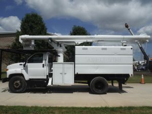 2006 GMC C7500 11' SOUTHCO FORESTRY BODY, 60' WORK HEIGHT ALTEC LRV55 MODEL BOOM