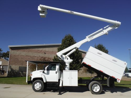2006 GMC C7500 11' SOUTHCO FORESTRY BODY 60' WORK HEIGHT ALTEC LRV55 MODEL BOOM