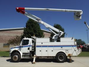 2007 FREIGHTLINER M2 BUSINESS CLASS 4X4 ALTEC UTILITY BED 60' WORK HEIGHT ALTEC LRV55 MODEL BOOM