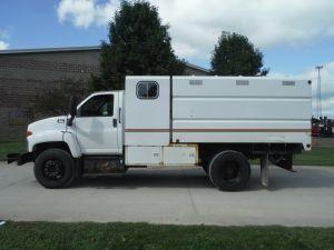 2006 GMC C6500, 11' SOUTHCO CHIP BODY W/ MAN CAB