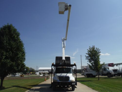 2006 INTERNATIONAL 4300, 11' SOUTHCO FORESTRY BODY, 63' WORK HEIGHT ALTEC LRV58 MODEL BOOM