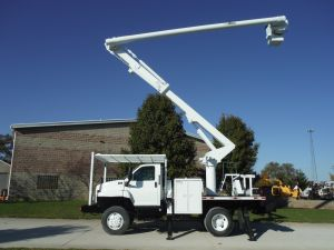 2006 GMC C7500 4X4, 10' ALTEC FLATBED, 60' WORK HEIGHT ALTEC FLATBED, 60' WORK HEIGHT ALTEC LRV55 MODEL BOOM