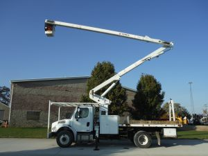 2006 FREIGHTLINER BUSINESS CLASS M2, 12' FLATBED, 65' WORK HEIGHT TEREX HI-RANGER MODEL BOOM