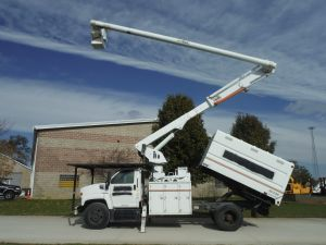 2004 GMC C7500, 11' SOUTHCO FORESTRY BODY, 75' WORK HEIGHT ALTEC LRV60-70 ELEVATOR MODEL BOOM