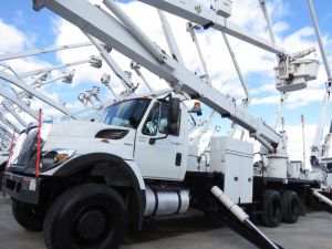 2011 INTERNATIONAL 7500 6X6 FLATBED BODY 105' WORK HEIGHT ALTEC AH 100 ARTICULATING AND TELESCOPIC BOOM