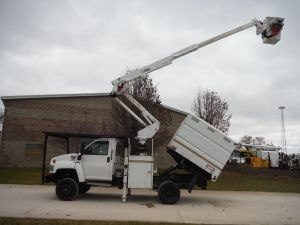 2006 GMC C5500 4X4, 7' SOUTHCO FORESTRY BODY, 42' WORK HIEGGHT ALTEC AT37-G