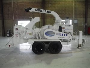 1999 MORBARK 2400 EZ BEEVER CHIPPER 24 INCH SELF FEED