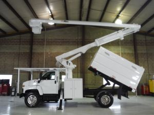 2008 GMC C7500, 11' SOUTHCO FORESTRY BODY, 60' WORK HEIGHT ALTEC LRV-55 MODEL BOOM