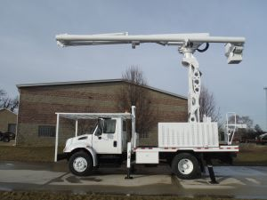 2009 INTERNATIONAL 4300 FLATBED 75 FT WORK HEIGHT ALTEC LRV60-70 REAR MOUNT MODEL BOOM