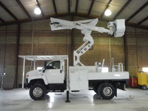 2009 GMC C7500 4X4 12' ALTEC FLATBED  60' WORK HEIGHT ALTEC T45-L55 ELEVATOR MODEL BOOM