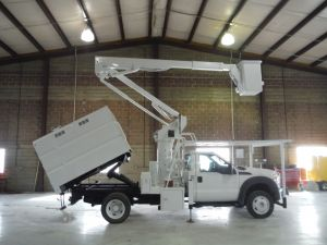 2011 FORD F550, 7' SOUTHCO FORESTRY BODY, 45' WORK HEIGHT VERSA LIFT ST40E1H-01 MODEL BOOM
