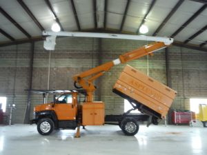 2006 GMC C7500, 11' SOUTHCO FORESTRY BODY, 60' WORK HEIGHT ALTEC LRV-55 MODEL BOOM
