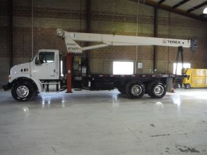 2007 STERLING LT7500, 20' FLATBED, 80' SHEAVE HEIGHT TEREX BT3470 MODEL CRANE