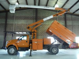 2010 FORD F750, 11' SOUTHCO FORESTRY BODY, 60' WORK HEIGHT TEREX HI-RANGER XT55 MODEL BOOM