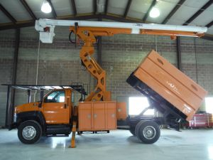 2009 GMC C7500, 11' ALTEC FORESTRY BODY, 75' WORK HEIGHT ALTEC LRV60-70 ELEVATOR MODEL BOOM