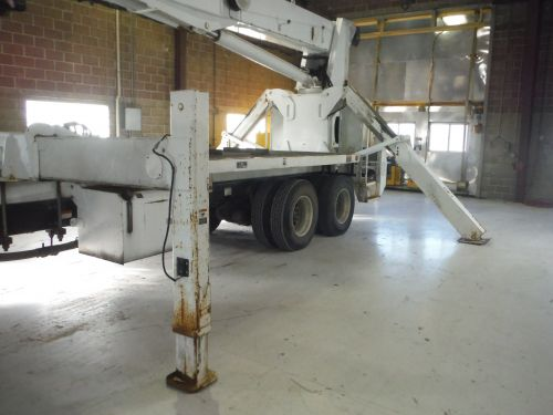 2007 STERLING LT8500, 27' FLATBED, 103' SHEAVE HEIGHT ALTEC AC26-103 MODEL CRANE