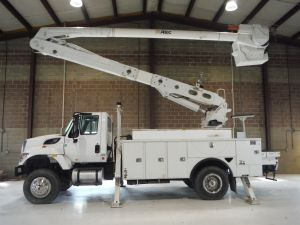 2016 INTERNATIONAL 7300 SFA 4X4, 16' ALTEC UTILITY BED, 60' WORK HEIGHT ALTEC AA55 MATERIAL HANDLER