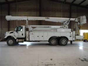 2008 INTERNATIONAL, 7400 6X4, 20' ALTEC UTILITY BED, 105' WORK HEIGHT ALTEC AM900-100 ELEVATOR MODEL BOOM
