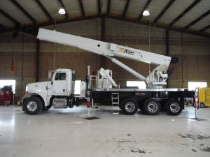 2013 PETERBULT 365 TRI AXLE, 22' ALTEC ALUMINUM FLATBED, 192' WORK HEIGHT ALTEC AC38-1275 5 SECTION HYDRAULIC BOOM