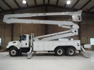 2007 INTERNATIONAL 7400 6X4, 23' ALTEC UTILITY BED, 98' WORK HEIGHT ALTEC AT77-TE93 MODEL BOOM W/ MATERIAL HANDLER