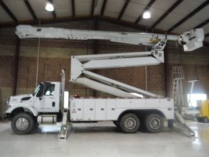 2012 INTERNATIONAL 7400 6X4, 22' ALTEC UTILITY BED, 105' WORK HEIGHT ALTEC AM900-100 ELEVATOR MODEL BOOM