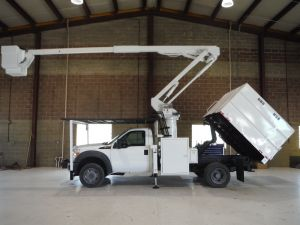 2011 FORD F550 4X4, 7' SOUTHCO FORESTRY BODY, 45' WORK HEIGHT VERSALIFT ST40EIH MODEL BOOM