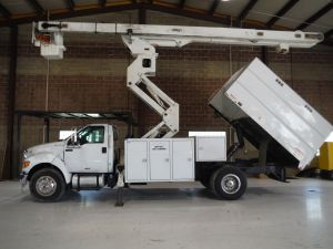 2011 FORD F750, 11' SOUTHCO FORESTRY BODY, 75' WORK HEIGHT VERSALIFT V02S60-70 MODEL BOOM
