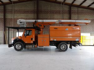 2011 FREIGHTLINER M2 106, 11' ALTEC FORESTRY BODY, 60' WORK HEIGHT ALTEC LRV55 MODEL BOOM
