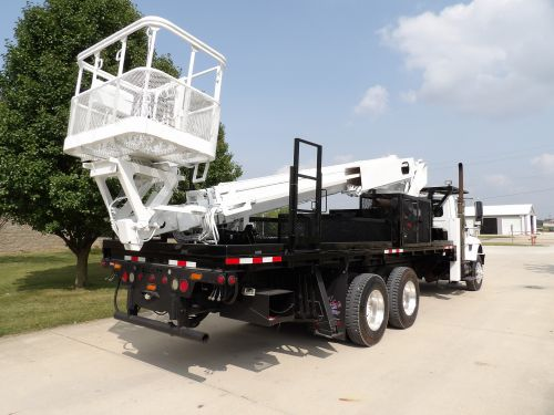 2006 INTERNATIONAL 7400 6X4, 22' ELLIOTT FLATBED, 95' WORK HEIGHT ELIOTT H90F-HLUS MODEL BOOM