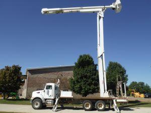 2007 PETERBILT PB335, FLATBED, 105' WORK HEIGHT AM900-100 DOUBLE ELEVATOR MODEL BOOM