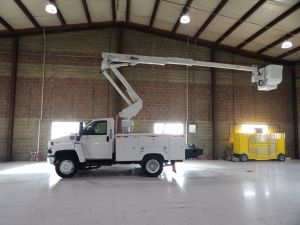 2005 GMC C5500, 11' ALTEC UTILITY BED, 42' WORK HEIGHT ALTEC AT37-G MODEL BOOM