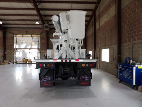 2006 GMC C7500 4X4, 8' ALTEC FLATBED, 62' WORK HEIGHT ALTEC LRV57 REAR MOUNT MODEL BOOM