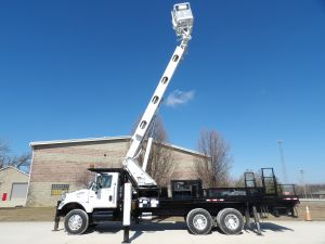 2006 INTERNATIONAL 7400 6X4, 22' ELLIOTT FLATBED, 95' WORK HEIGHT ELLIOTT H90F-HLUS MODEL BOOM