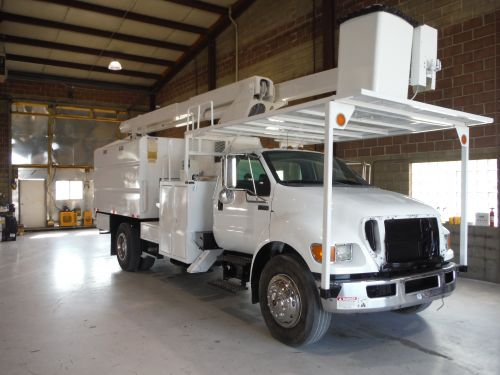 2011 FORD F750, FORESTRY BODY, 75' WORK HEIGHT VERSALIFT VO270E ELEVATOR MODEL BOOM