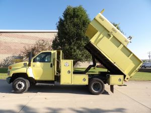 2005 GMC C5500, 12 FT SOUTHCO L SHAPE CHIP BODY W/ REMOVABLE TOP