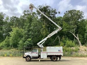 2010 FORD F750 11 FT SOUTHCO FORESTRY BODY 61 FT WORK HEIGHT  ALTEC LRV56 MODEL BOOM