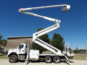 2010 FREIGHTLINER M2 112 6X6, UTILITY BED, 105' WORK HEIGHT ALTEC AM900-E100 DOUBLE ELEVATOR MODEL BOOM