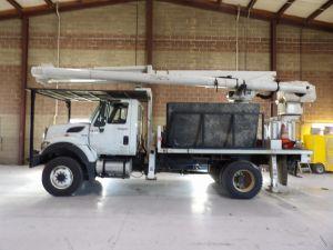 2012 INTERNATIONAL 7300 4X4, FLATBED  62' WORK HEIGHT ALTEC LRV57 MODEL BOOM