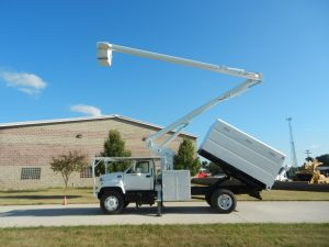 2002 GMC C7500 11 Ft. Southco Forestry Body 60 Ft. Work Height Hi-Ranger XT55 Model Boom
