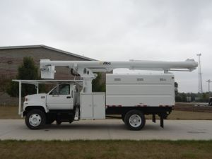 2002 GMC C7500  60 ft. work height Altec LRV55 model boom