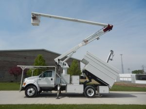 2004 Ford F-650 60 ft. work height Altec LRV55 Model boom