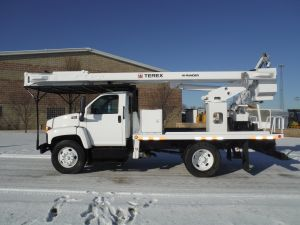 2004 GMC C7500 11 Ft. Southco Flatbed 60 Ft. Work Height Hi-Ranger XT55 Rear Mount