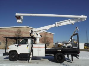 2006 GMC C7500 Flatbed, 60 ft. work height Altec LRV55 Model boom